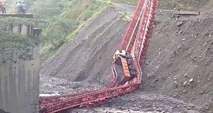 Un puente se cayó mientras pasaba camión de 15 toneladas