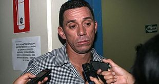 Delincuentes encañonan al 'Conejo' Rebosio dentro de una barbería en el Callao